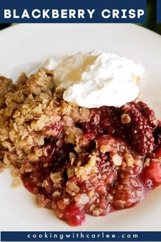 Sweet and tart blackberry filling topped with copious amounts of oatmeal topping makes for a delicious crisp. Take fresh or frozen blackberries and turn them into this fabulous dessert. It is great on its own but even better with a scoop of vanilla ice cream! This is a perfect summertime dessert! Blackberry Crisp, Blackberry Recipes, Fruit Recipes, Cake Recipes, Dessert Recipes, Desserts, Homemade Vanilla, Homemade Ice Cream, Oatmeal Toppings
