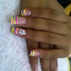 punta blanca con rayas con colores neon, flor y puntos $170