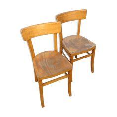 Ensemble de 2 chaises bistrot vintage en hêtre, teinté jaune. Chaises très stables, assez lourdes. Patine d'usage pour ces 2 modèles. - bois (Matériau) - bois (Couleur) - bon état - industriel
