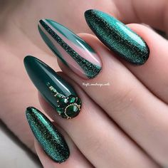 56 unique and beautiful personality nail colors designs - page 16 of Green Nail Art, Green Nails, Blue Nails, My Nails, Emerald Nails, Long Nails, Gradient Nails, Holographic Nails, Matte Nails