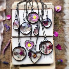 Flowers Are Forever! – Real Plant Jewelry By Mariaela Resin Jewelry, Boho Jewelry, Jewelry Crafts, Resin Necklace, Necklaces, Diy Resin Crafts, Diy Crafts To Sell, Ideas Joyería, Handcrafted Jewelry