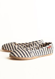 Toms shoes // I don't understand what the hype is about these shoes