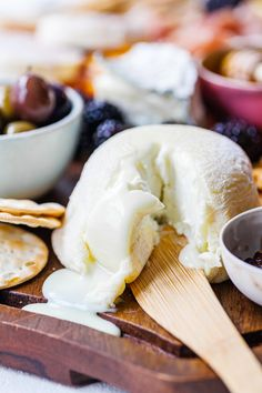 How to Make a Graze Board / Graze boards are such a nice way to entertain, or even to offer up a room temperature meal for your family during game nights or movie nights. Here are tips and ideas for your next graze board. Cheesy Recipes, Top Recipes, Snack Recipes, Movie Nights, Night Snacks, Antipasto, Different Recipes, Appetizers For Party, Vegetable Dishes