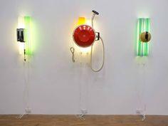 Jeff Koons, serie Pre new, installazione di tre opere. Toaster, 1979 -Teapot, 1979 - Hoover Celebrity III, 1980 © Silvia Neri