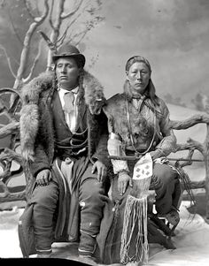 Wolf Chief, Sand Hill Crane (aka One Eye, aka Harry Eaton) - Hidatsa - circa 1885 Native American Photos, Native American History, American Indians, Red Indian, Native Indian, Indian Pics, Indian Pictures, Indian Art, Sioux