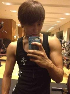 CNBLUE's Jung Yonghwa shares a photo of his new 'beastly' look