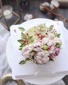 time for tea and cake. Korean Buttercream Flower, Buttercream Flower Cake, Fondant Flowers, Cake Icing, Sugar Flowers, Gorgeous Cakes, Pretty Cakes, Cute Cakes, Korean Cake