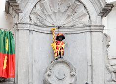 Manneken-Pis, Bruxelles. #bruxelles #mannekenpis Manneken Pis, Brussels, Pretty Pictures, Street Art, Cute Pics, Cute Pictures