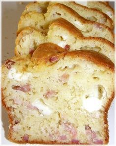 Cake aux lardons et Kiri – Caro en Cuisine* The bacon cake and or how to make a recipe that will please young and old gourmands :] Tapas, Bacon Cake, Cooking Time, Cooking Recipes, Raw Vegetables, Strudel, Easy Cake Recipes, Healthy Salad Recipes, Food Cakes