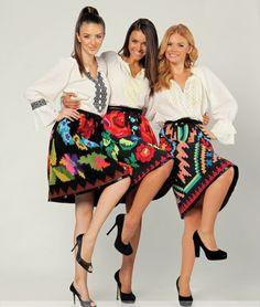 Ia românească e la modă! Uite cum să purtăm chic haine din portul popular! | Modă | Unica.ro Folk Fashion, Ethnic Fashion, Folk Costume, Costumes, Jean Paul Gaultier, Tom Ford, Yves Saint Laurent, Bohemian, Hollywood