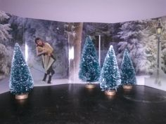 The Lion the Witch and the Wardrobe - Narnia - Party Decorations, Mr. Tumnus, Trees