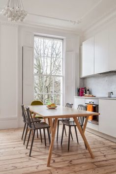 """This flat in London is located within a Georgian townhouse built in 1860 and despite keeping many of the original period details, ARCHITECTURE FOR LONDON made it look clean and contemporary""  Read more on DigsDigs!"