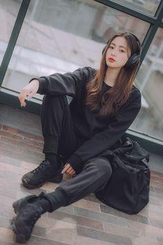 Korean Girl Fashion, Ulzzang Fashion, Korean Street Fashion, Tomboy Fashion, Look Fashion, Queer Fashion, Urban Fashion, Fashion Styles, Fashion Dresses