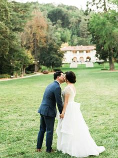 A sweet kiss with our wonderful bride and groom.  Aimi Duong (Love in Photographs)