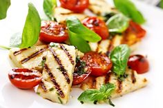 grilled halloumi cheese and roasted tomato salad. Greek Recipes, Diet Recipes, Cooking Recipes, Healthy Recipes, Diet Tips, Healthy Foods, Cooking Halloumi, Grilled Halloumi, Tomato Salad Recipes