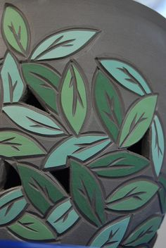 Detail of the leaf pattern and the cutouts. Hand Built Pottery, Slab Pottery, Ceramic Pottery, Pottery Art, Ceramic Techniques, Pottery Techniques, Sgraffito, Ceramic Decor, Ceramic Clay