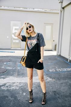 Smashbox Studios outfit grunge wearing short black dungarees from Madewell, edgy sandals from Vic Matie Rock'n Roll style fashion Los Angeles Rock Outfits, Grunge Outfits, Grunge Fashion, Look Fashion, Sport Outfits, Trendy Fashion, Fashion Outfits, Womens Fashion, Fashion Trends
