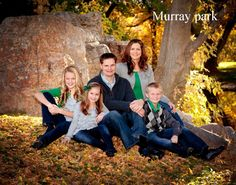 family photography - family of 5 - altho i would switch the mom and the dad Outdoor Family Portraits, Fall Family Portraits, Family Portrait Poses, Outdoor Family Photos, Fall Family Pictures, Family Picture Poses, Family Picture Outfits, Family Photo Sessions, Family Posing