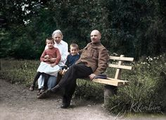 Vladimir Lenin and his wife Nadezhda, in Gorki, Russia, =========- =======. by Pictures of History Celebridades Fashion, Vladimir Lenin, Propaganda Art, Legendary Singers, Russian Revolution, Foto Real, Imperial Russia, Red Army, Great Pictures