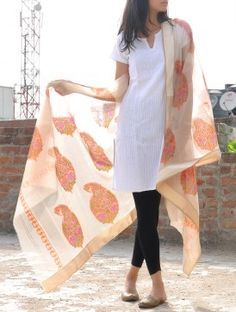Orange Maheshwari Silk-Cotton Dupatta - the tights-kurti-dupatta combo strikes