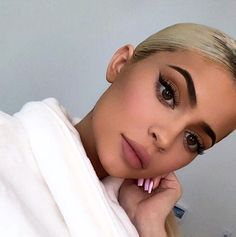 Kardashian style – My hair and beauty Kylie Jenner Makeup Look, Kylie Jenner Fotos, Kyle Jenner, Kylie Jenner Outfits, Kendall Jenner, Ariel Makeup, Estilo Jenner, Beauty Make-up, Make Up Looks