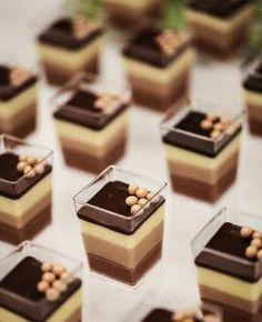 Mousse ai tre cioccolati in 2020 Finger Food Desserts, Fancy Desserts, Köstliche Desserts, Sweet Recipes, Cake Recipes, Dessert Recipes, Mini Dessert Cups, Dessert Shots, Mousse Dessert