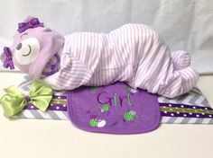 Sleeping Diaper Baby :: Adorable for a baby shower! Regalo Baby Shower, Baby Shower Crafts, Baby Shower Diapers, Shower Gifts, Shower Bebe, Baby Boy Shower, Baby Showers, Bebe Video, Diaper Crafts