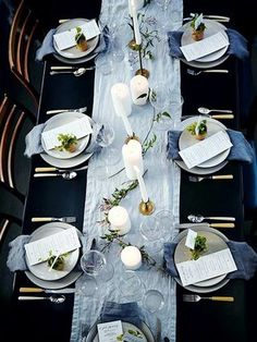 Sophisticated dinner party setting from Athena Calderone. Sophisticated dinner party setting from Athena Calderone. Sophisticated dinner party setting from Athena Calderone. Dinner Party Decorations, Dinner Party Table, Gala Dinner, Dinner Parties, Wedding Decorations, Prom Decor, Tree Decorations, Party Kulissen, Ideas Party