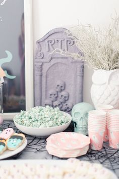 This is the sweetest little Halloween themed birthday party—a Monster Mash Party where the spooky has been made cute and just right for preschoolers. Chic Halloween, Pink Halloween, Modern Halloween, Halloween Birthday, Halloween House, Holidays Halloween, Birthday Bash, Halloween Kids, Halloween Themes