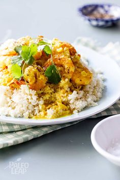 Coconut Curry Shrimp With Cauliflower Rice paleo dinner casserole Healthy Coconut Shrimp, Coconut Curry Shrimp, Coconut Shrimp Recipes, Seafood Recipes, Healthy Food, Healthy Eating, Jamaican Recipes, Curry Recipes, Paleo Recipes