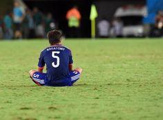 長友号泣「こんな一瞬で終わるのかと…」(日刊スポーツ) - ブラジルワールドカップ特集 - スポーツナビ