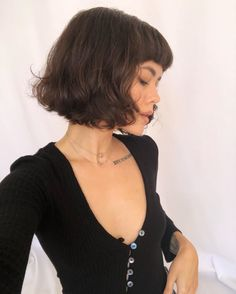 Mais oui, the French bob hair trend looks chic on absolutely everyone. We've rounded up the most 'ooh la la' looks from IG & reveal the expert styling techniques you need to nail the trend. Bobbed Hairstyles With Fringe, Bob Haircut With Bangs, Hairstyles Haircuts, Bang Haircuts, Very Short Bob Hairstyles, French Hairstyles, Celebrity Hairstyles, Wedding Hairstyles, Short Bobs With Bangs