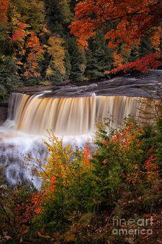 ✯ Upper Tahquamenon Falls