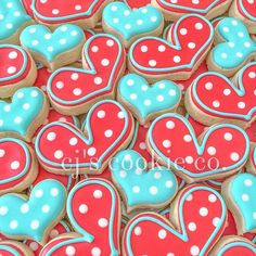 Make this Valentine's Day special with the cutest desserts and sugar cookies. Get the best Valentines day sugar cookies decoration with royal icing ideas. Valentine's Day Sugar Cookies, Fancy Cookies, Iced Cookies, Cute Cookies, Royal Icing Cookies, Cookie Frosting, Cupcake Cookies, Cupcakes, Valentines Day Cookies