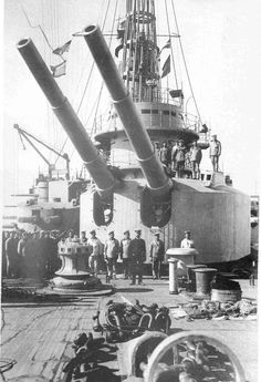 Main battery of 12 inches of a andrey pervozvanny class pre dreadnought battleship of the imperial Russian Navy. Soviet Navy, Gun Turret, Naval History, Military History, Man Of War, Navy Marine, Big Guns, Navy Ships, World War One