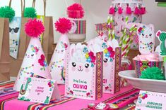 Llama Birthday, Girl Birthday, Alpacas, Event Themes, Ideas Para Fiestas, Cool Diy Projects, 2nd Birthday Parties, Birthdays, Arts And Crafts