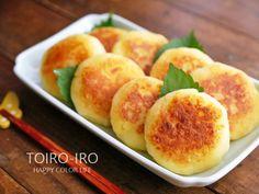 もっちもちのじゃがもちの中にはトロトロのチーズ!!食感と塩気がやみつきになること間違いなし!お弁当やおやつ、おつまみにオススメの一品です。 Happy Colors, Food And Drink, Peach, Fruit, Asia, Peaches