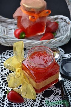 Dulceata Rapida de Ardei Iuti How To Make Jelly, Making Jelly, Romanian Food, Romanian Recipes, Chilli Jam, Canning Pickles, Christmas Sweets, Jam Recipes, Preserving Food