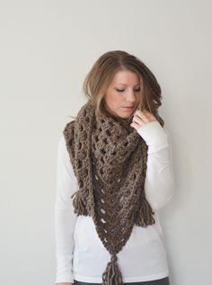 Simple oversized triangle scarf - crochet pattern