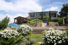 VILLA ROUSSILLON (Roussillon) - Gezellige villa met verwarmd zwembad, gelegen op 5 minuten wandelafstand van het dorpscentrum van Roussillon. Deze villa is goed uitgerust en ingericht in een Provençaalse stijl. Door de ligging op een heuvel, biedt deze villa een indrukwekkend uitzicht op de Luberon en de vallei. Met 4 slaapkamers en 4 badkamers is deze villa geschikt voor 8 personen.