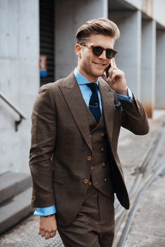 Amazing brown suit! Perfect combination!