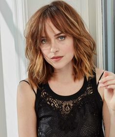 Dakota Johnson Pictures: Click image to close this window Shag Hairstyles, Hairstyles With Bangs, Pretty Hairstyles, Bad Hair, Hair Day, Medium Hair Styles, Short Hair Styles, Short Hair With Bangs, Hair Bangs