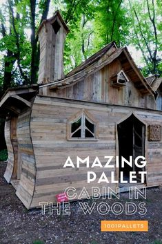 Pallet Projects Amazing Pallet Cabin in The Woods bull 1001 Pallets At we love cabins and playhouses and we already featured a lot of incrediblewooden houses outhouses summerhouses or kids - View of the pallet wood floor Pallet Kids, Outdoor Pallet Projects, Pallet Shed, Wood Projects For Kids, Pallet House, Pallet Benches, Pallet Tables, Diy Projects, Woodworking Projects