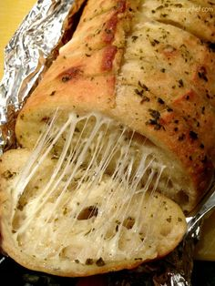 Irresistible Cheesy Pesto Bread #pesto #garlicbread