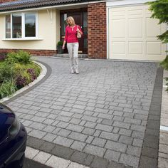 Mixed size permeable driveway Block pack covering at a thickness of Marshalls Priora Block Paving in Drivesett Argent is a driveway Paving system that enables rainfall to soak into the subsoil where it can drain harmlessly away Grey Block Paving, Block Paving Driveway, Permeable Driveway, Stone Driveway, Circular Driveway, Concrete Driveways, Front Driveway Ideas, Driveway Blocks, Diy Driveway