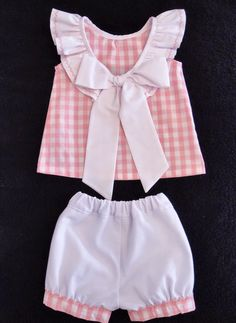 Mira Mamá Qué Guapa!!: Vichy Dulce Vichy Baby Outfits, Little Girl Dresses, Kids Outfits, Girls Dresses, Baby Girl Fashion, Kids Fashion, Baby Dress Patterns, Frocks For Girls, Baby Sewing Projects