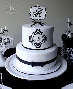 Torta elegante en blanco y negro de 15 años Easy Cake Recipes, Cupcake Recipes, Wedding Cake Designs, Wedding Cakes, Cashmere And Cupcakes, Bakery Menu, Paris Cakes, Sweet Sixteen Parties, Pie Cake