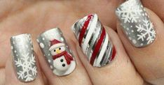 Mesdames et Mesdemoiselles, Petit Papa Noël ne vous oublie pas! Voici une sélection de 30 idées de « nail art »!