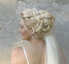 Opgestoken bruidskapsel. www.zennabruidsstyling.nl
