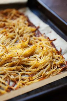 After much experimentation, this is the easiest and most failsafe way to make perfectly crispy (and flavorful) hash browns in the oven on a single sheet pan! You'll never stress over soggy potatoes ag Brunch Recipes, Gourmet Recipes, Breakfast Recipes, Cooking Recipes, Healthy Recipes, Breakfast Ideas, Brunch Ideas, Eat Breakfast, Cooking Blogs